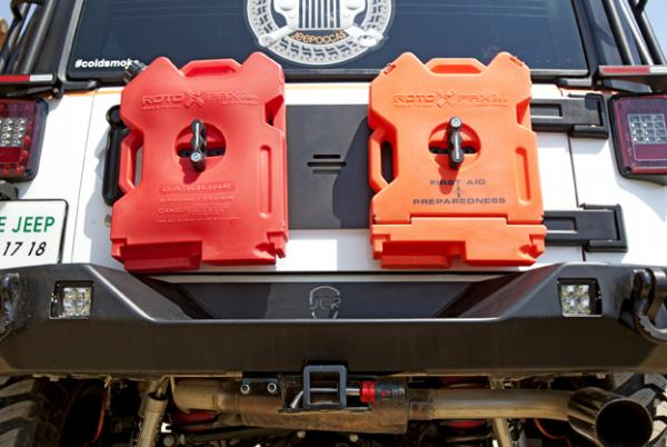 JEEP WRANGLER JK TOP SEMA SHOW 2015 JERRYCANS MALETTES ROTO PAX 7.5 LITRES